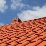Comment se débarrasser des dépôts verts sur un mur, une toiture ou une terrasse ?