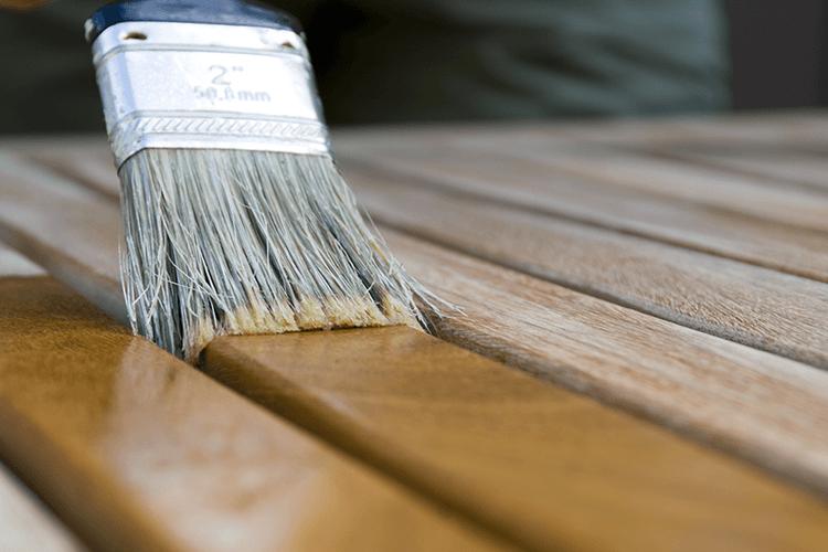 Dégriser le teck de votre mobilier de jardin - Starwax