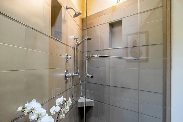 Supprimer les traces de calcaire et de savon - Starwax