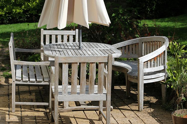 Mobilier de jardin : comment raviver le teck ? - Starwax