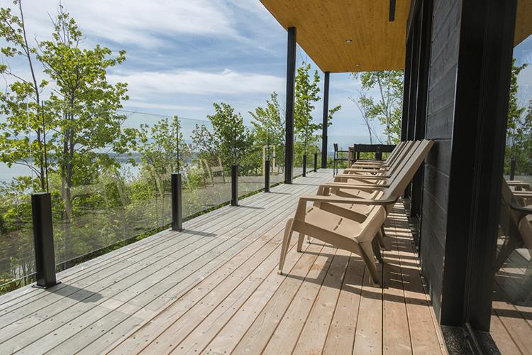 Terrasse en bois : comment la protéger des UV et des intempéries ? - Starwax