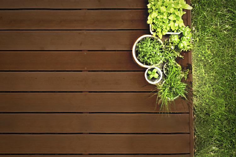 Comment créer et prendre soin de sa terrasse en bois ?