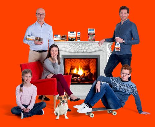 La famille Starwax près de la cheminée