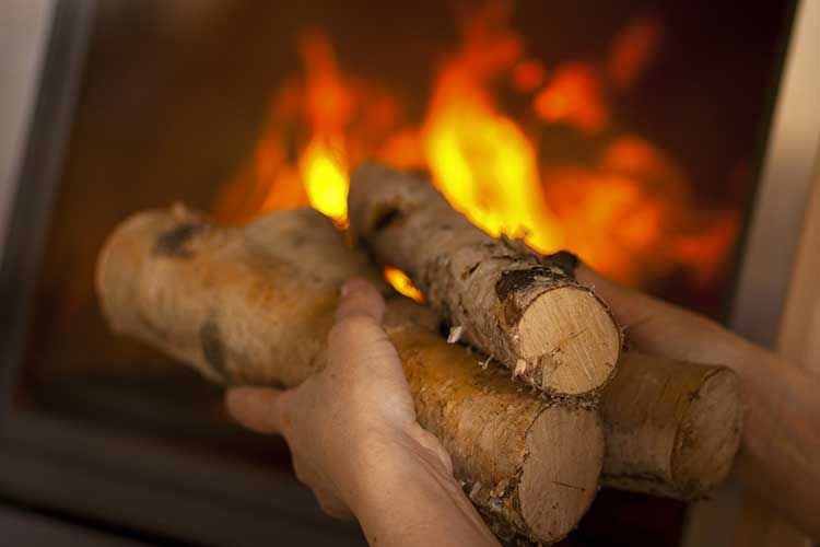 Comment allumer un feu de chemin e facilement starwax - Comment allumer une cheminee ...